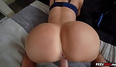 Amateur girl sucks daddy Off The Hook And On My Stepmom