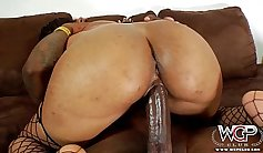 Bbc riding bitch girl shakes ass in casting